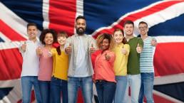 영어권 국가로의 유학을 고민한다면 영국 유학을 추천합니다. 이유는 다른 영어권 국가와 비교했을 때 영국이 최고 수준의 교육 환경과 질을 제공하기 때문입니다. 영국이 왜 최고의 유학 국가일까요? 그 이유를 알려 드리기 위해 영국유학닷컴에서 영국 교육의 특징과 영국 유학의 장점에 대해 간단하게 정리했습니다.